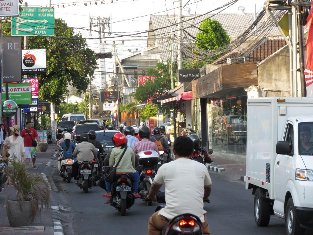 Straßenverkehr-auf-Bali