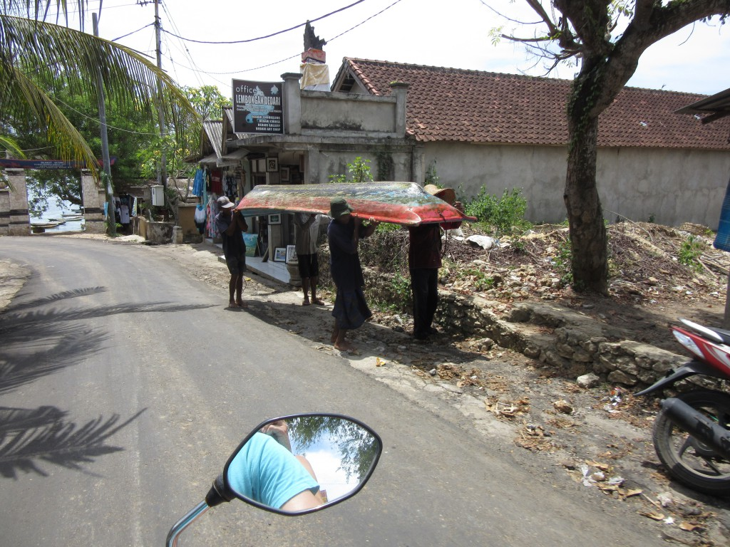 Mit-dem-Roller-über-Nusa-Lembongan